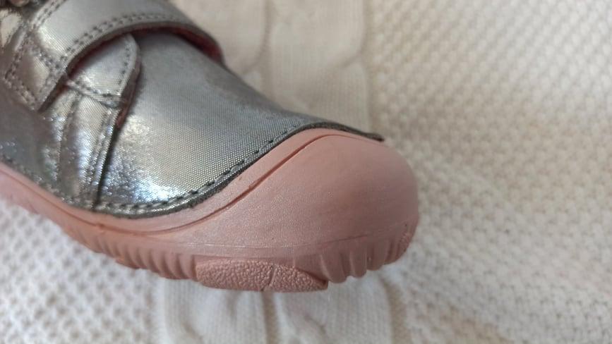 d-d-step-073-barefoot
